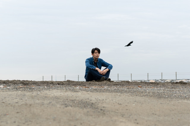 "Yuta Orisaka lazes at the shore in his Music Video for ""Houyou"" and ""Kai"""