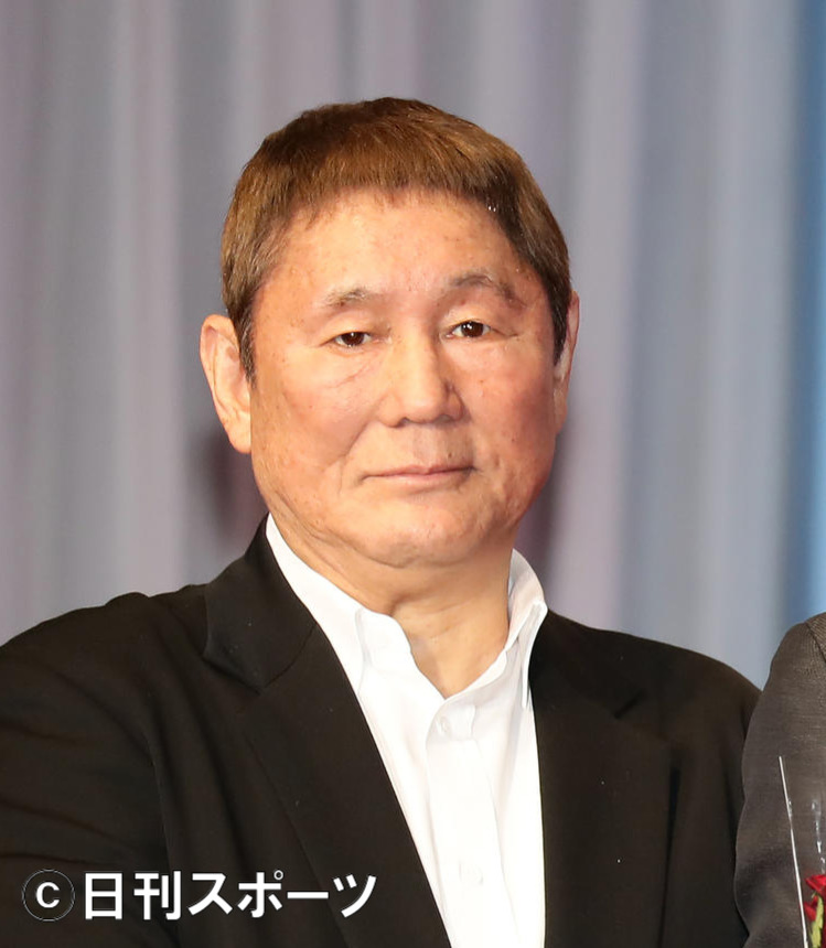Takeshi Kitano (Beat Takeshi) divorces his wife of nearly 40 years