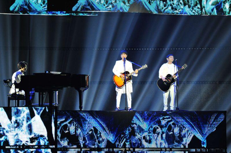 """Yuzu performs at Taiwan's """"Golden Melody Awards"""""""