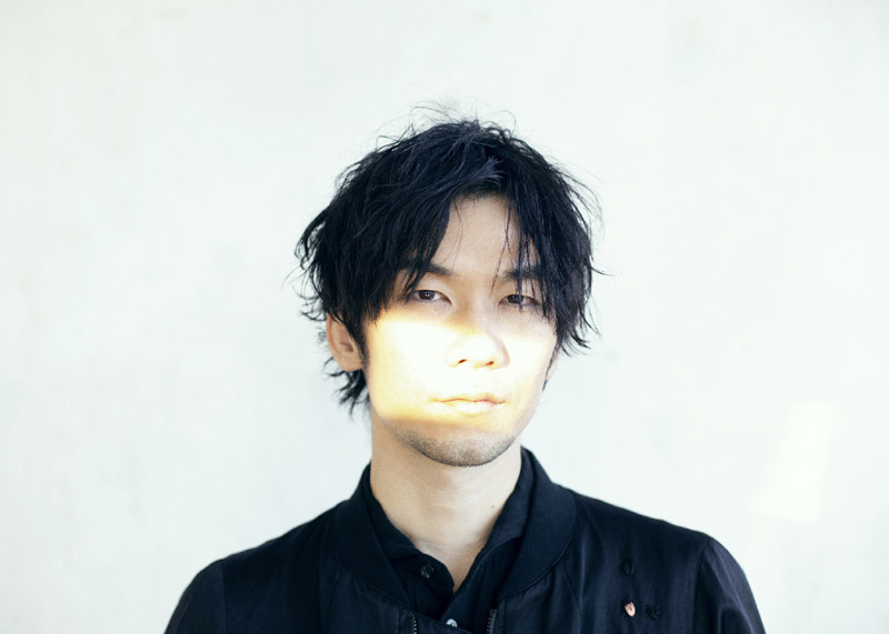 "TK from Ling Tosite Sigure collaborates with comic Naoki Matayoshi in his Music Video for ""copy light"""
