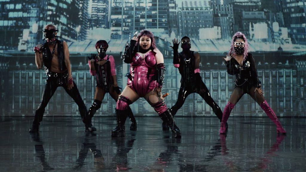 """Naomi Watanabe & Yuriyan Retriever parody Lady Gaga's """"Rain On Me"""""""