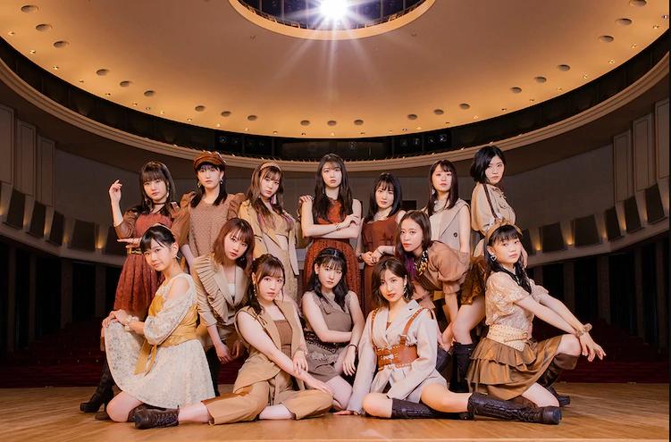 "Morning Musume '20 wear various shades of beige in MV for ""Gyuusaretai Dake na no ni"""