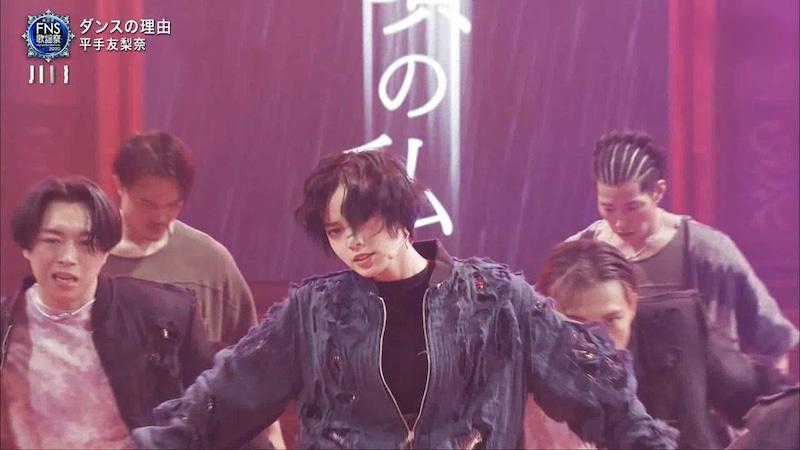 "Yurina Hirate debuts surprise solo song ""Reason for Dance"" at FNS Kayosai"