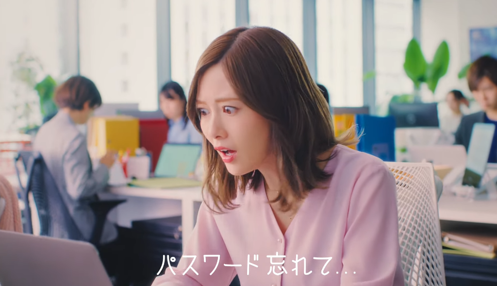"Mai Shiraishi forgets her password in new CM for ""HENNGE One"""